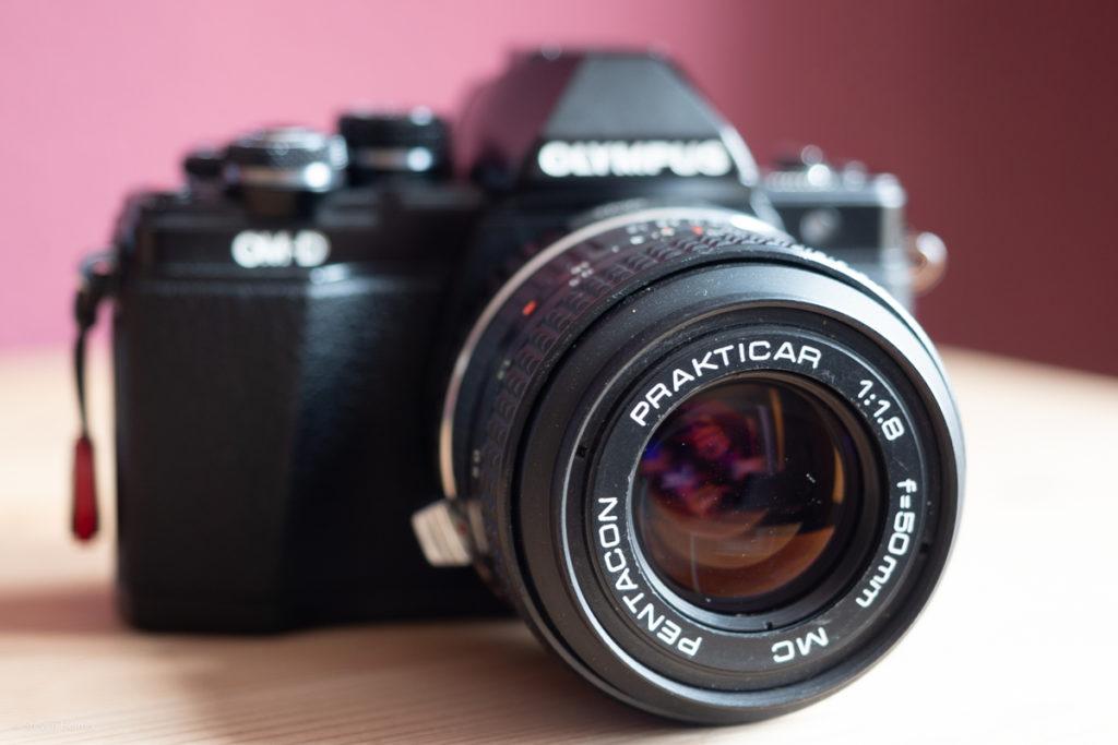 Olympus OMD EM 10 Mark 2 mit aufgesetzten Pentacon 50mm Blende 1.8
