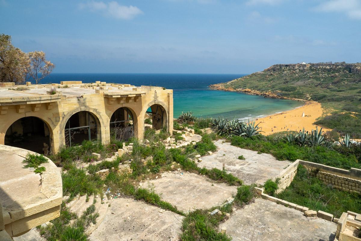 Blick auf Terrasse und Strand