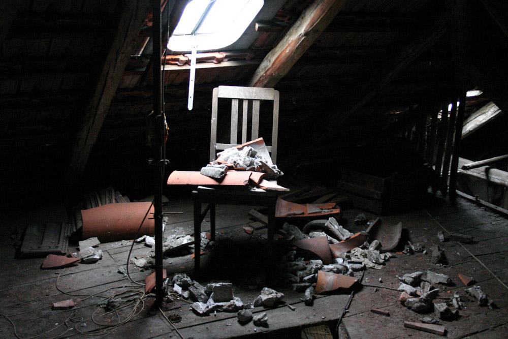 Stuhl auf dem Dachboden in Erfurt