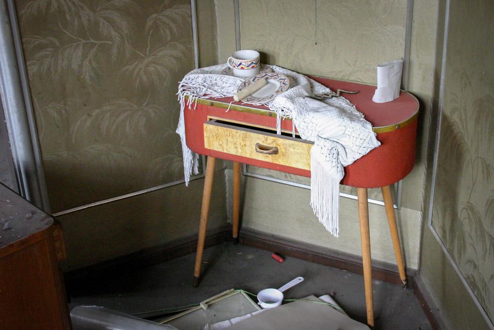 Alte Komode in einer verlassen Wohnung in Erfurt
